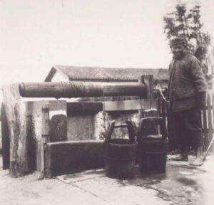 Puits-Village-Chine-1905-1925